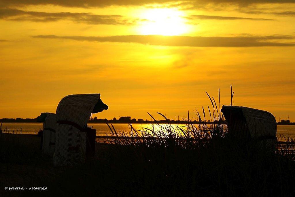 Strandkorb im Sonenuntergang